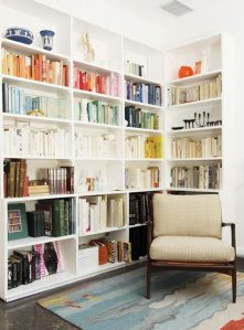 Apartment Therapy color coded bookshelf
